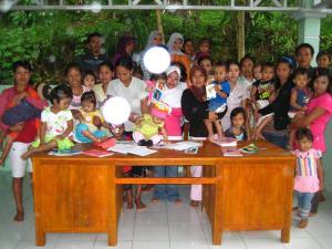 Foto bersama bersama ibu-ibu dan petugas...!